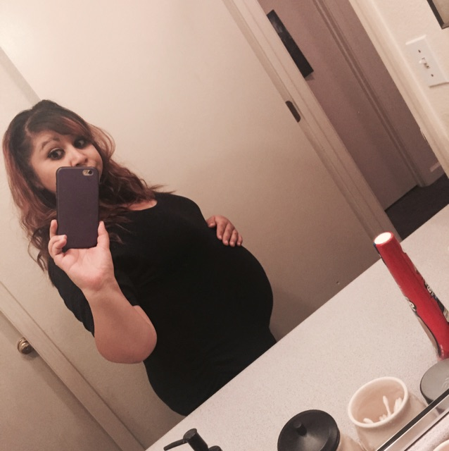 I feel big to be 23 weeks & 6 days pregnant (first baby bump picture